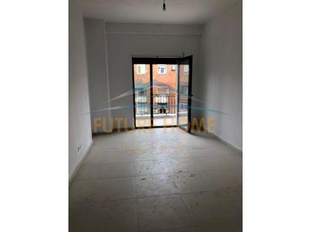 Shitet, Apartament 2+1, Bulevardi Zogu I, Tiranë