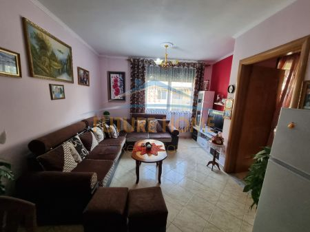 Shitet, Apartament 1+1, Rruga 5 Maji, Tiranë.
