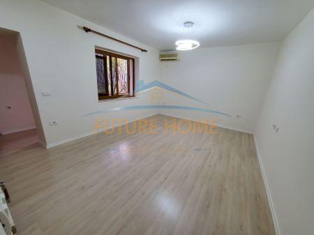 Shitet, Apartament 2+1, Pranë Gjimnazit Partizani, Tiranë.
