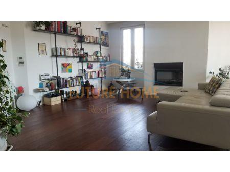 Shitet, Apartament 3+1 + Post Parkimi, Garda
