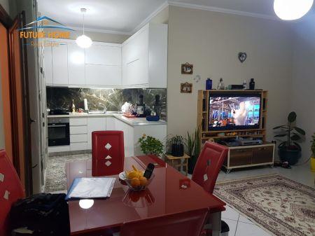 Shitet, Apartament 1+1, Tek Fresku, Tiranë.