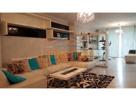 Qera, Apartament 3+1, Rruga Ismail Qemali, Blloku, Tiranë.