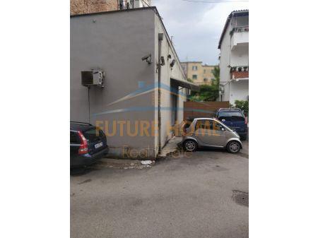 Shitet, Godinë Biznesi, Laprakë, Tiranë