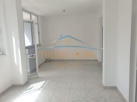 Shitet, Apartament 2+1, 21 Dhjetori pranë Mozaikut, Tiranë.