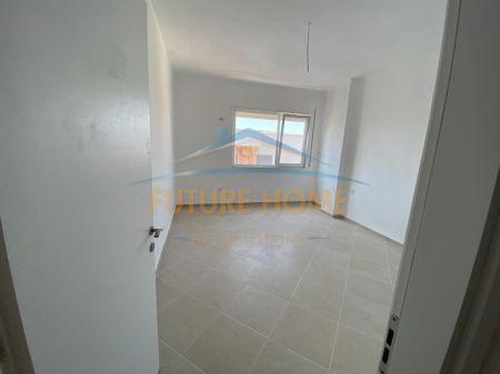 Shitet, Apartament 2+1+2, ne Plazh Hekurudha, Durres