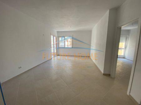 Shitet, Apartament 3+1, ne Plazh Hekurudha, Durres