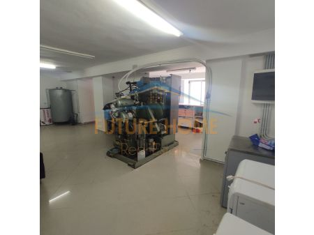 Shitet, Ambient Biznesi, Xhamlliku, Tiranë.