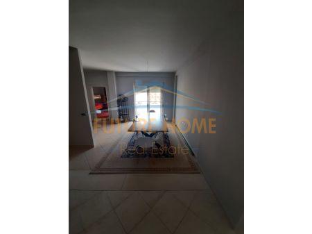 Shitet, Apartament 3+1+3, Liqeni i Thatë, Tiranë