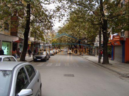 Shitet, Ambient Biznesi, Myslym Shyri, Tiranë.