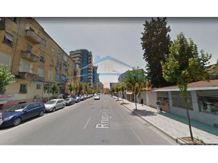 Shitet, Truall +Ambient biznesi+ Shtëpi Private, Rruga Dibrës, Tiranë.
