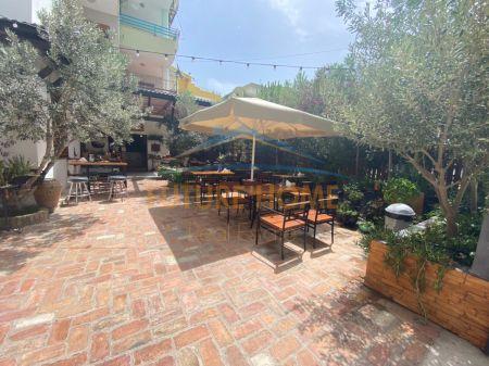 Shitet, Ambjent Biznesi Bar-Kafe, te Shkembi i Kavajes