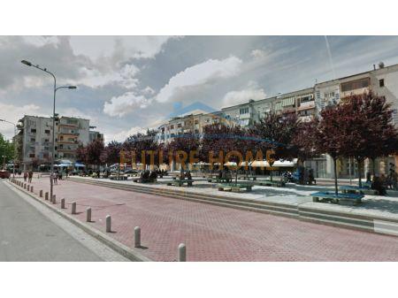 Shitet, Shtëpi private, Xhamlliku, Tiranë.