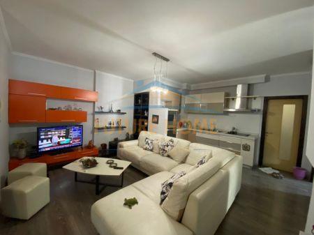 Shitet, Apartament 2+1, Xhamlliku, Tiranë.