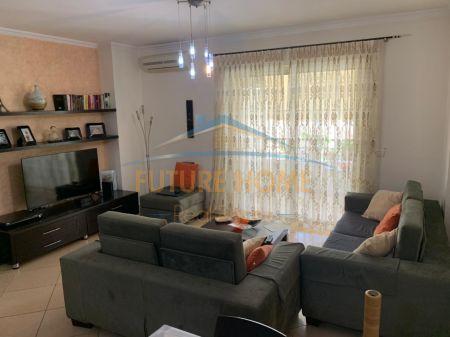 Shitet, Apartament 2+1, Bulevardi Zhan D'ark, pranë Ministrisë së jashtme, Tiranë.