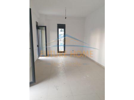 Shitet, Apartament 2+1+ Post Parkimi, Rruga e Elbasanit, Tiranë