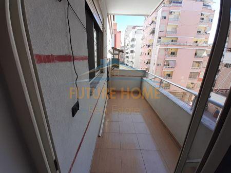 Shitet, Apartament 1+1, prane Kazazit, Durres