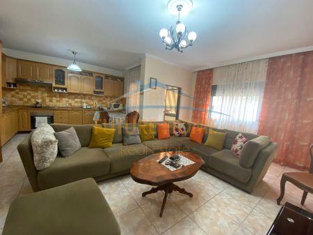 Shitet, Apartament 2+1, Shkolla e Bashkuar, Tiranë.