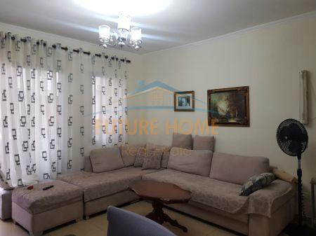 Shitet, Apartament 1+1, Fresku, Tiranë.